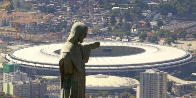 Vista aérea del Cristo Redentor con el estadio Maracaná de fondo, sede de la final del Mundial de Fútbol Brasil 2014, en la ciudad de Río de Janeiro, Brasil. (EFE/Archivo)
