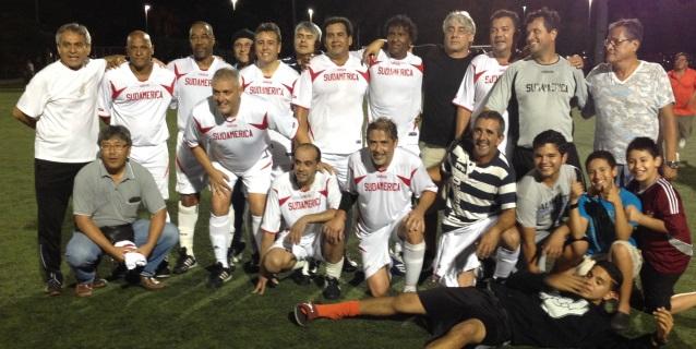 Sudamérica flamante Campeón de la Miami Premier Soccer League de kendall posan después de vencer a Real Perú. (Foto: Primicia Deportiva.com)